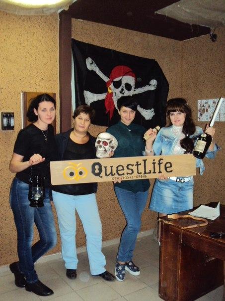 Первая команда Кривбасвзрывпрома, посетившая квест-комнату