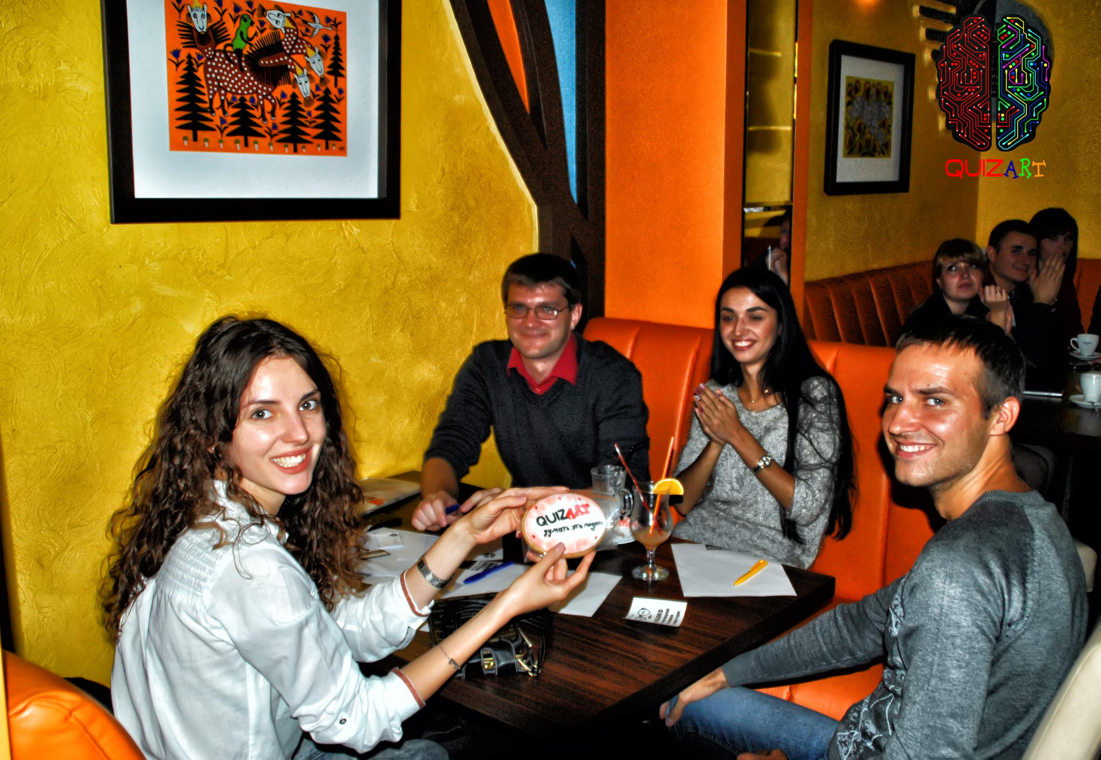 QUIZ ART – первый проект в Кривом Роге, который соединил в себе интересные загадки, игру «Что? Где? Когда?», отдых в ресторане, развлечение в стиле quiz, мозговой штурм в приятной компании друзей и огромное количество призов и подарков от спонсоров.